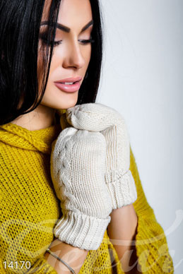 Knitted warm mittens