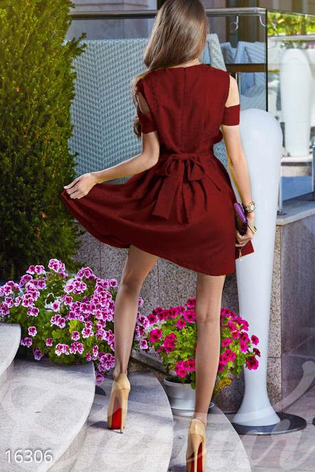 Платье интригующее