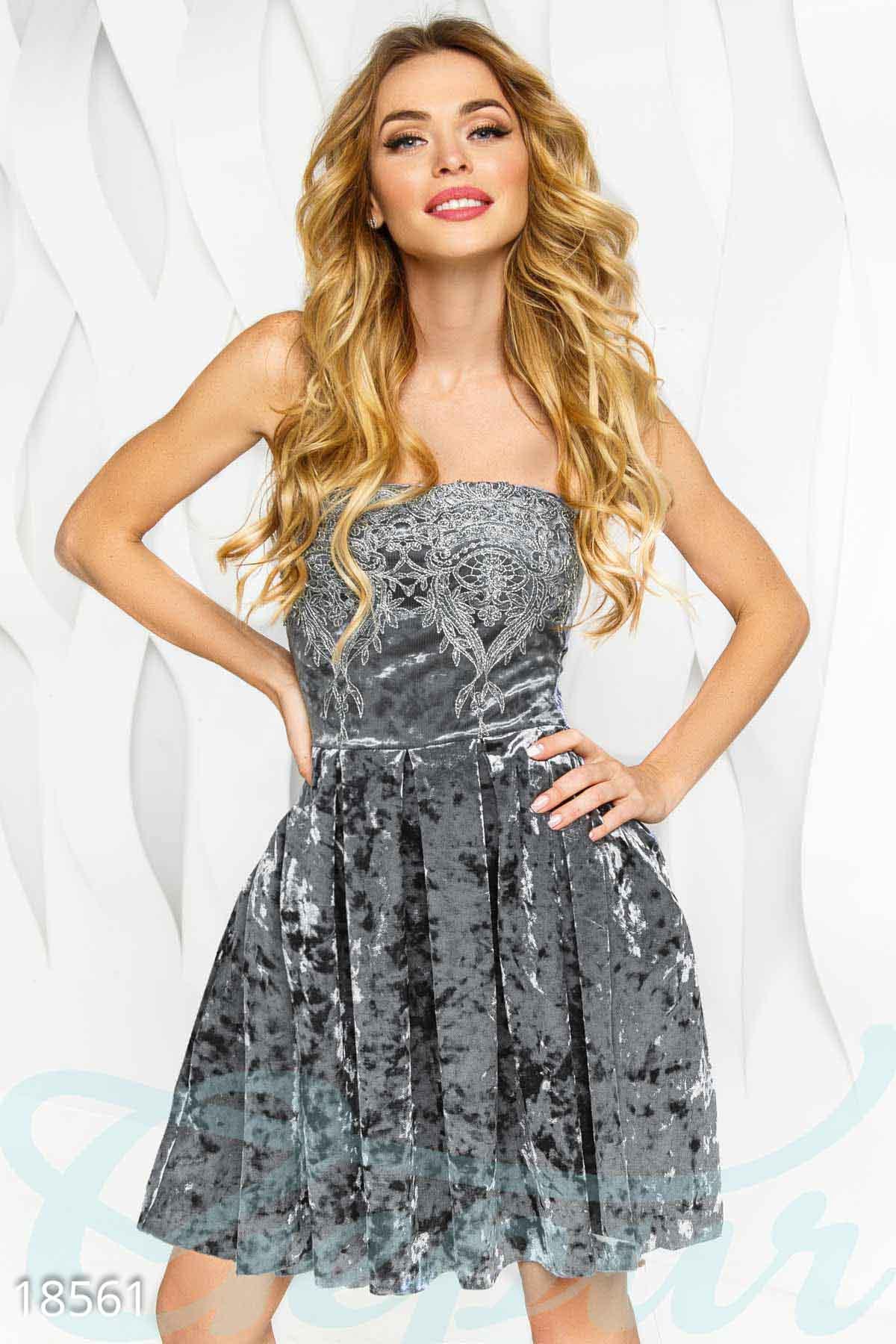 Бархатное платье-бандо