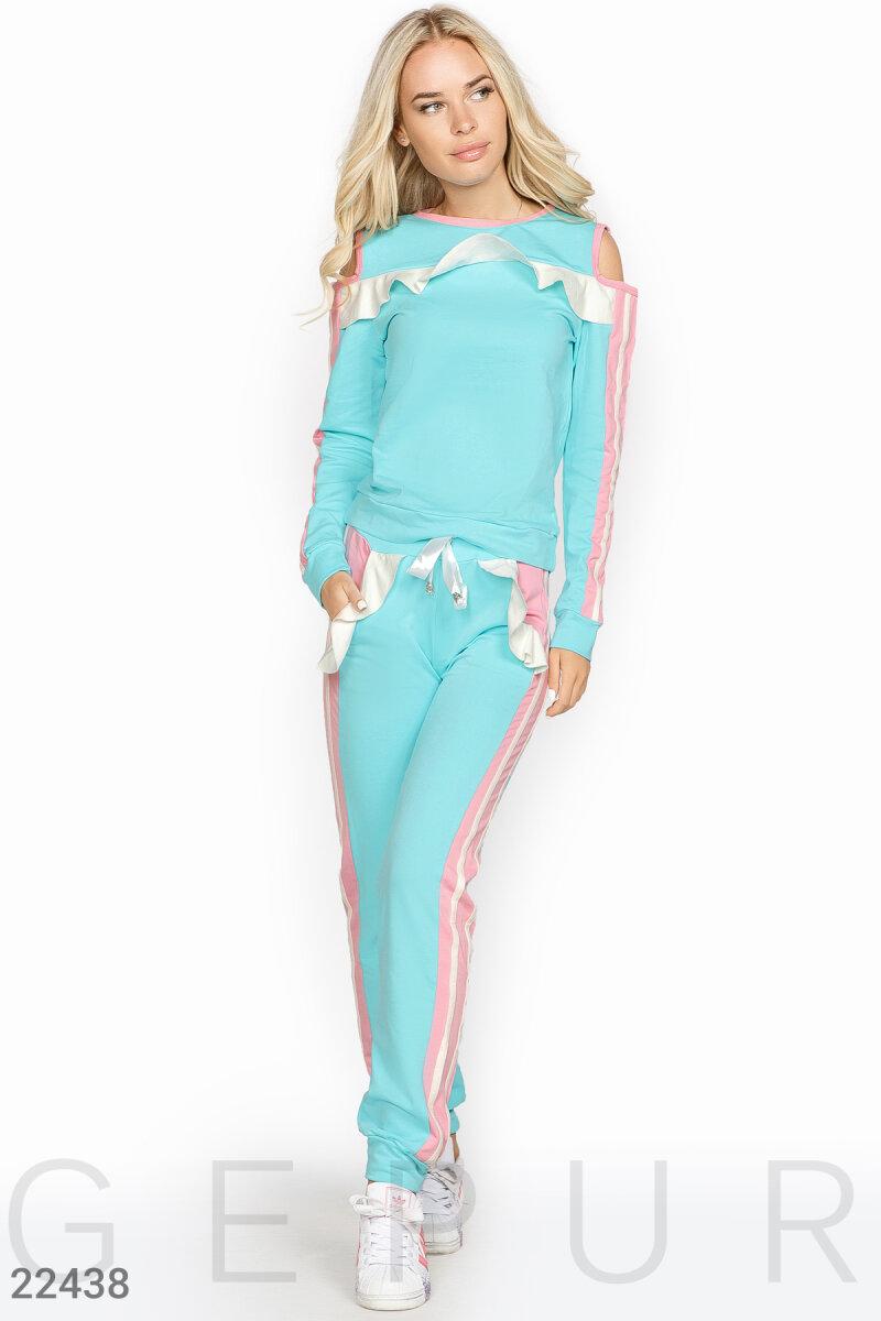 ea3e72075af4 Нежный спортивный костюм