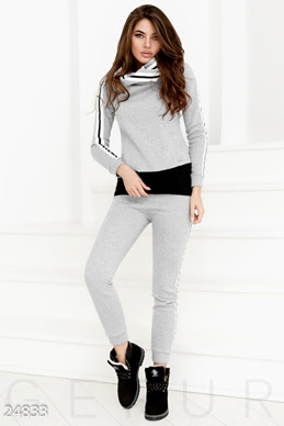 Trendy warm clothes  photo 1