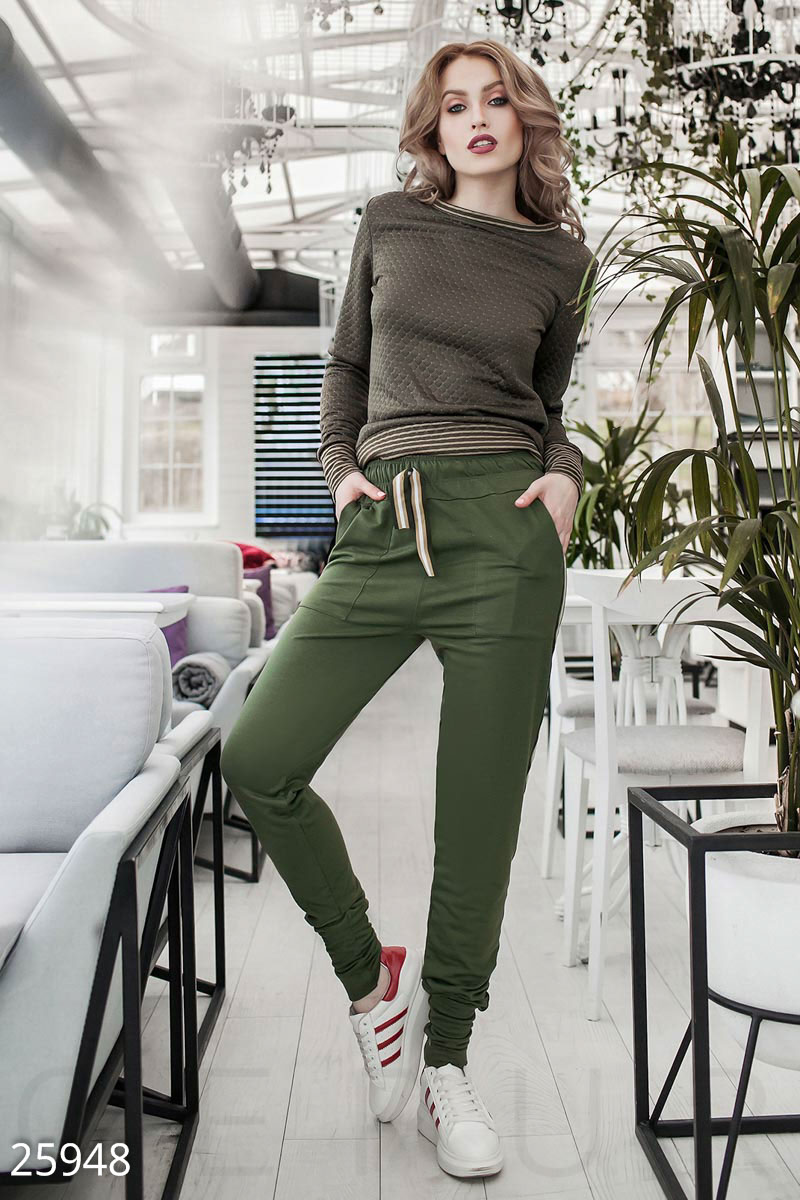 Высокие спортивные брюки
