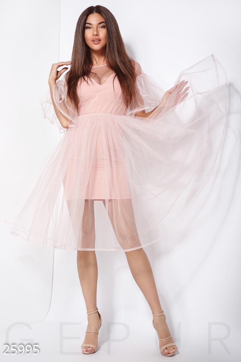 8f04d372e4e7e6d Праздничное платье оригинального кроя: основа-футляр на тонких бретелях и  воздушная сетка А-силуэта с пышной юбкой и рукавами-воланами.