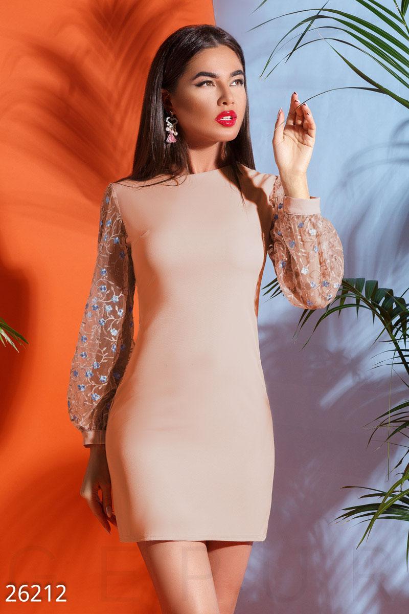 New Платье с вышивкой
