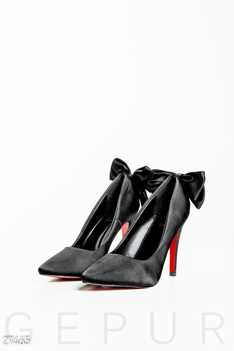 b578689b5c6e16 Елегантні атласні туфлі на високому каблуці з контрастною підошвою і  пришивним бантом.