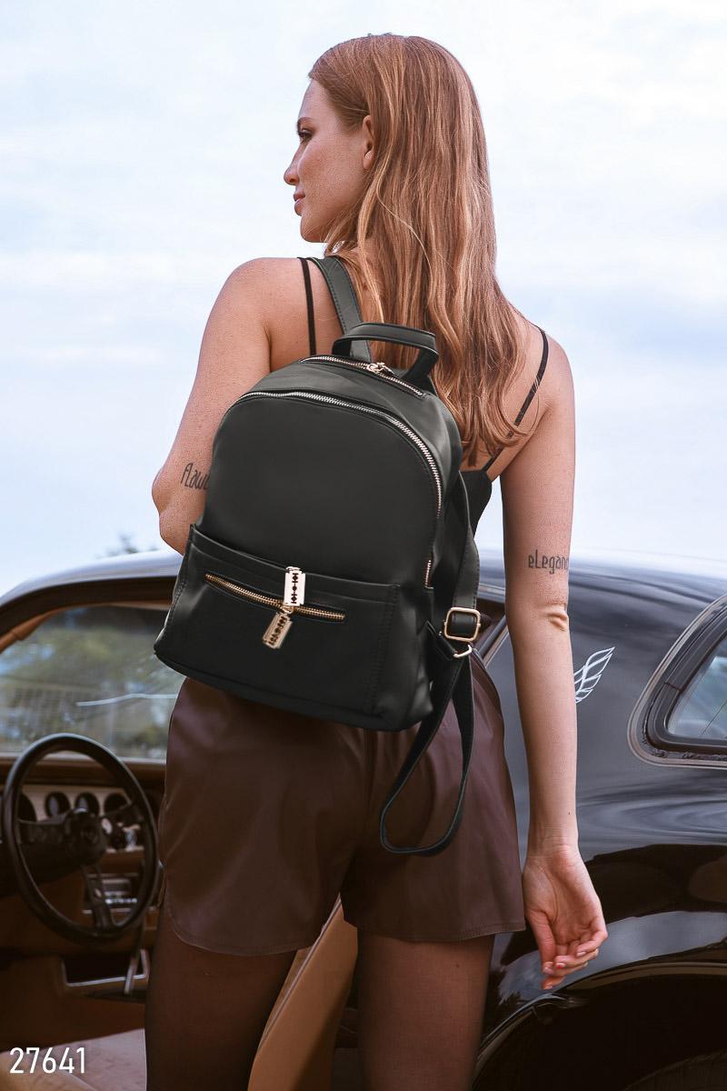 Вместительный кожаный рюкзак