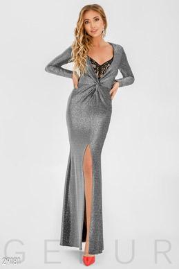 Long dress with deep neckline photo 1