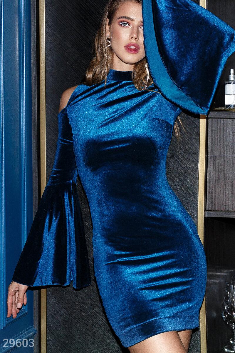 Платье с расклешенными рукавами
