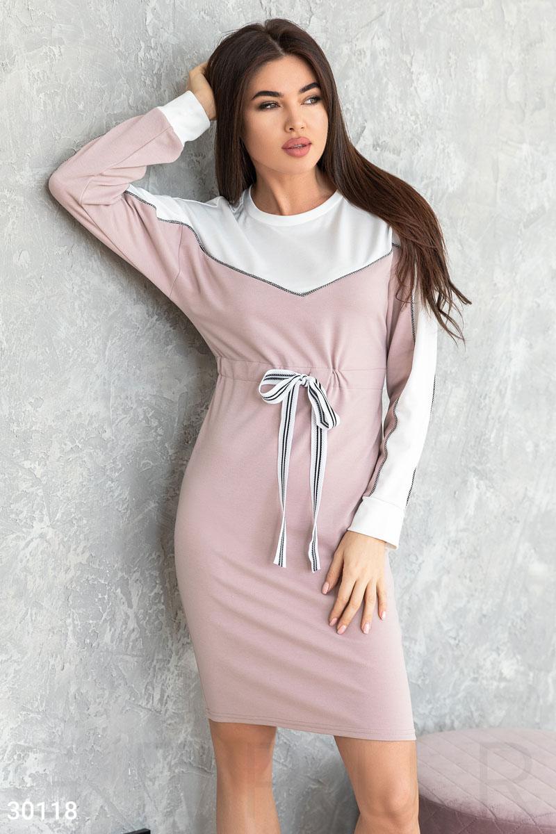 Платье в спортивном стиле