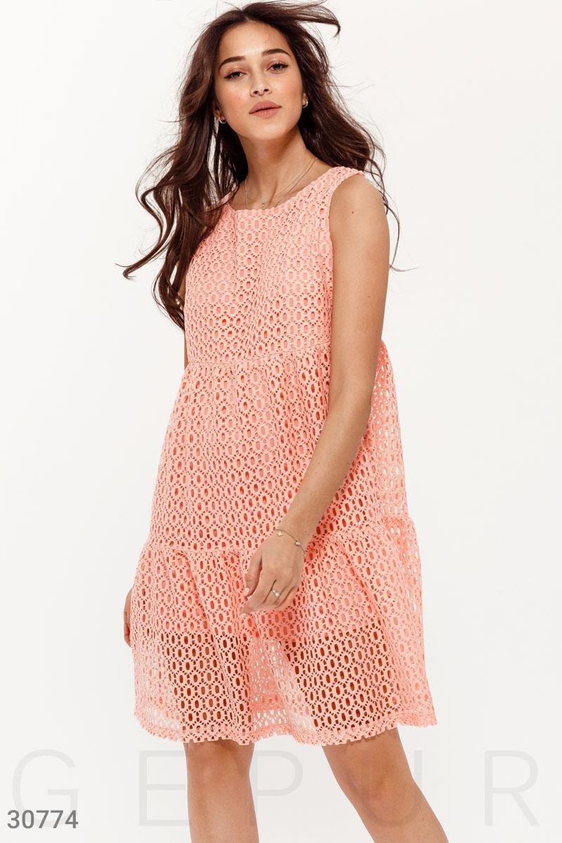 Ажурное платье без рукавов