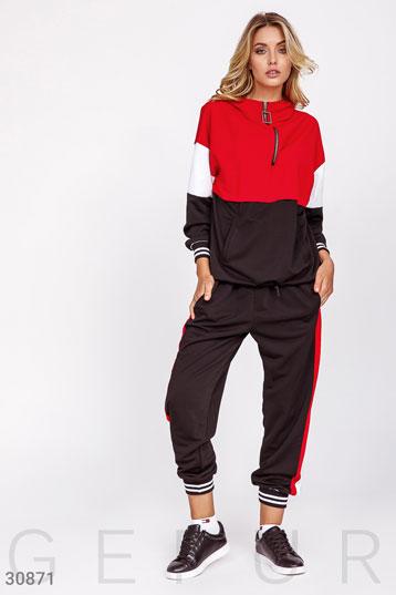 d4413c0f прогулочный костюм с капюшоном,горловина на змейке,цвет-красно-черный. фото