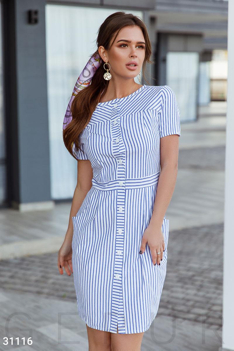 eddbd8a007a255b Повседневное платье в мелкую полоску: аккуратный круглый вырез, короткий  рукав, втачной пояс в тон и приталенная юбка с двумя прорезными карманами  по бокам.