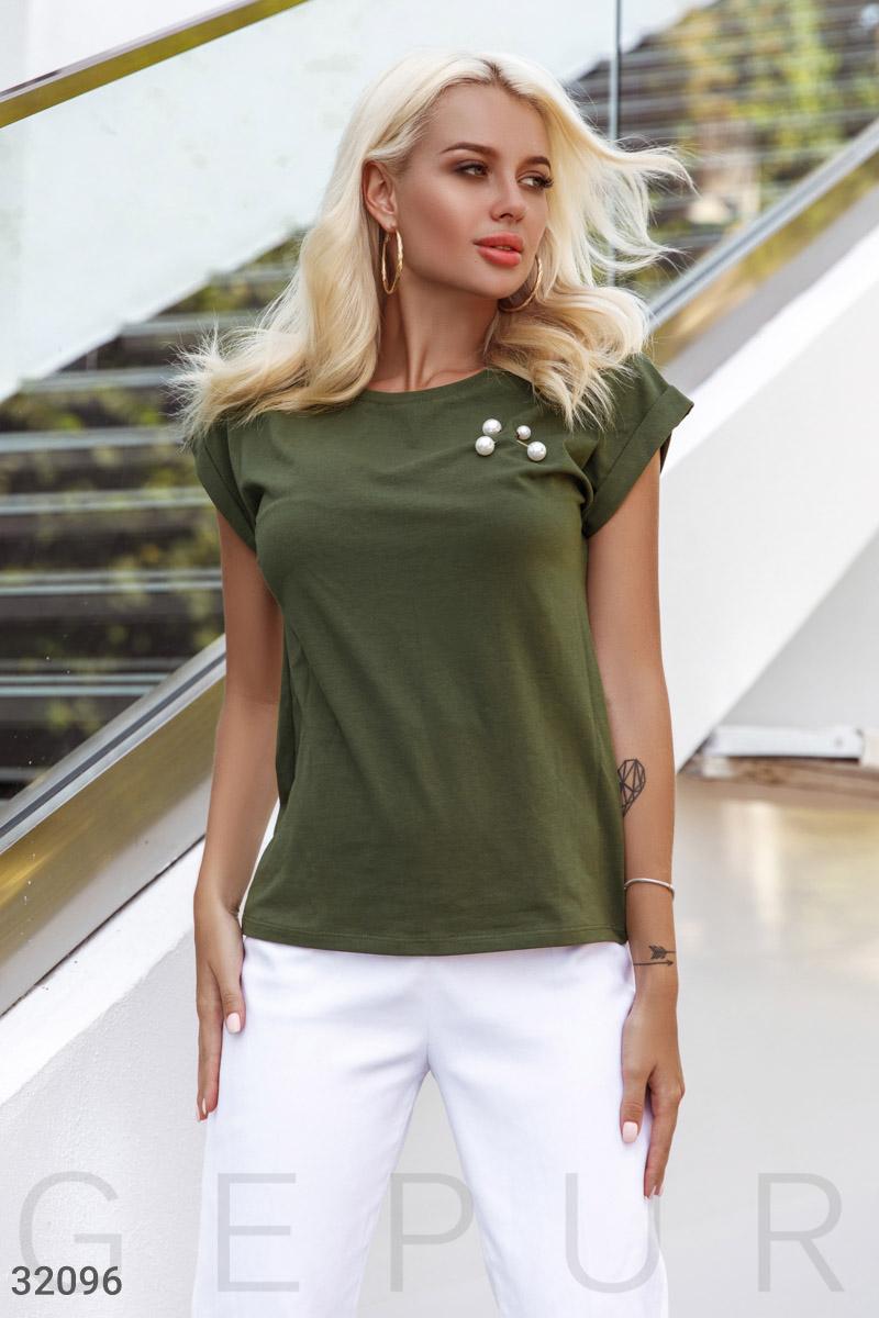 Базовая футболка с брошью