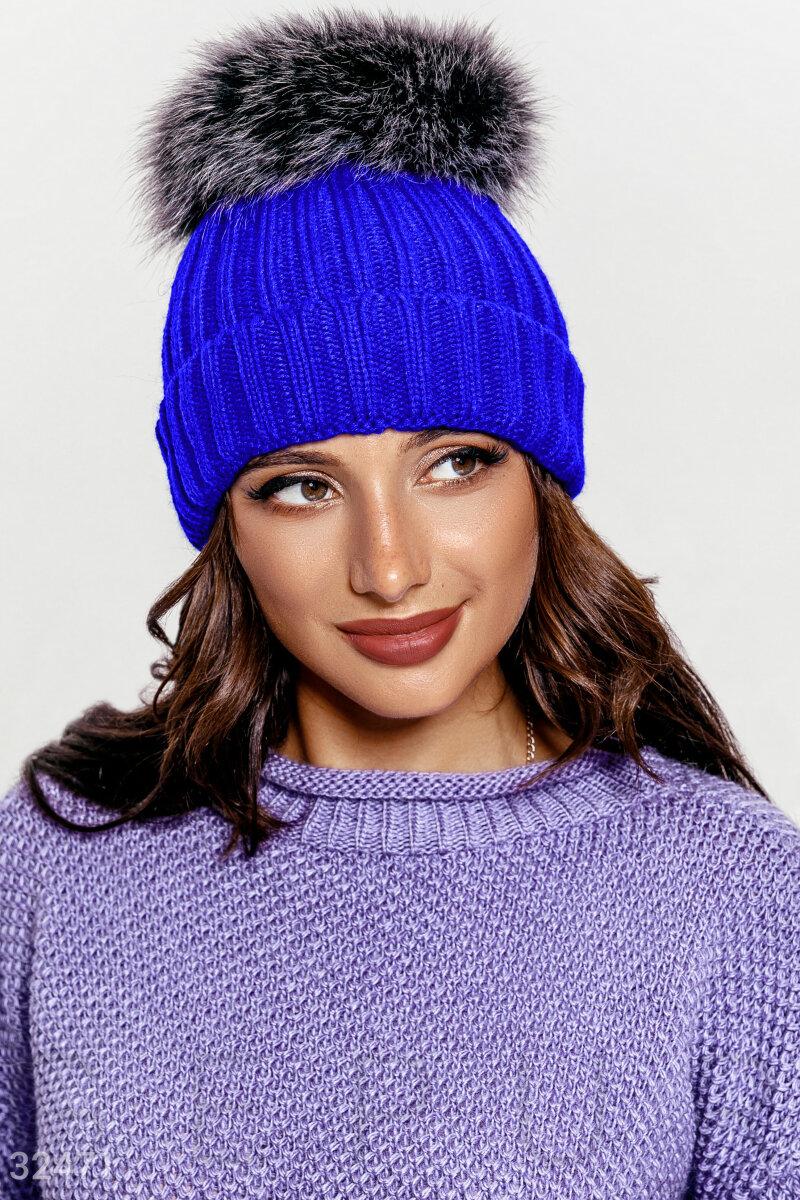 Вязаная шапка синего цвета