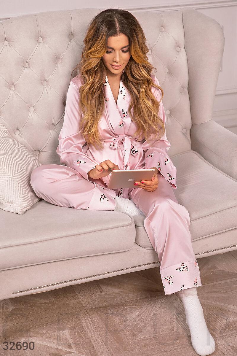 Пижама из нежного шелка
