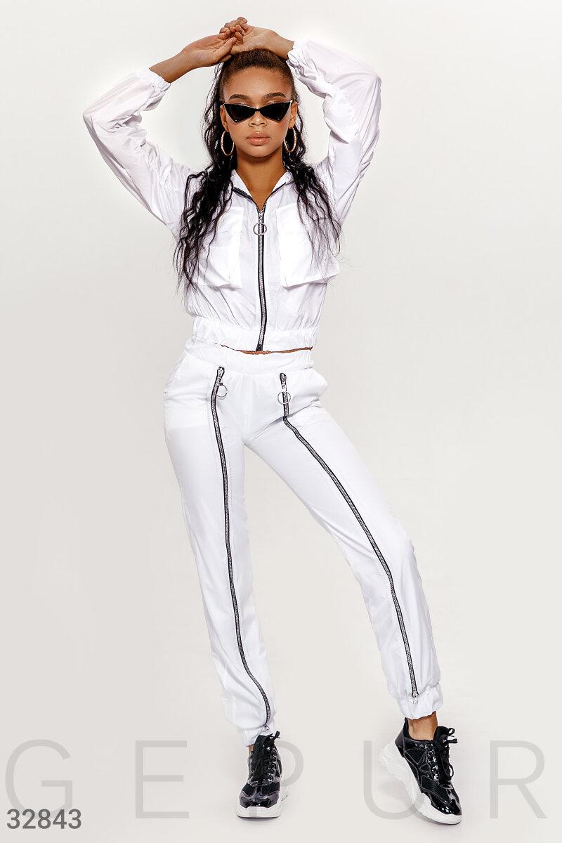 Белоснежный костюм с брюками