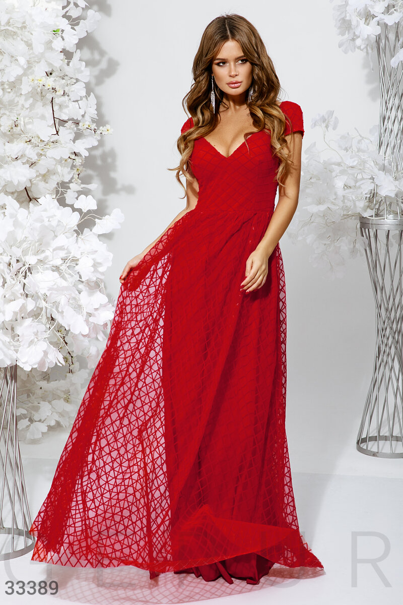 Алое длинное платье