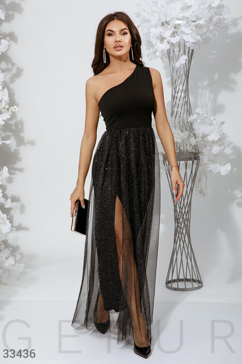 Асимметричное платье с разрезом