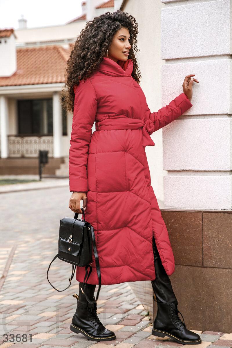 Алая удлиненная куртка