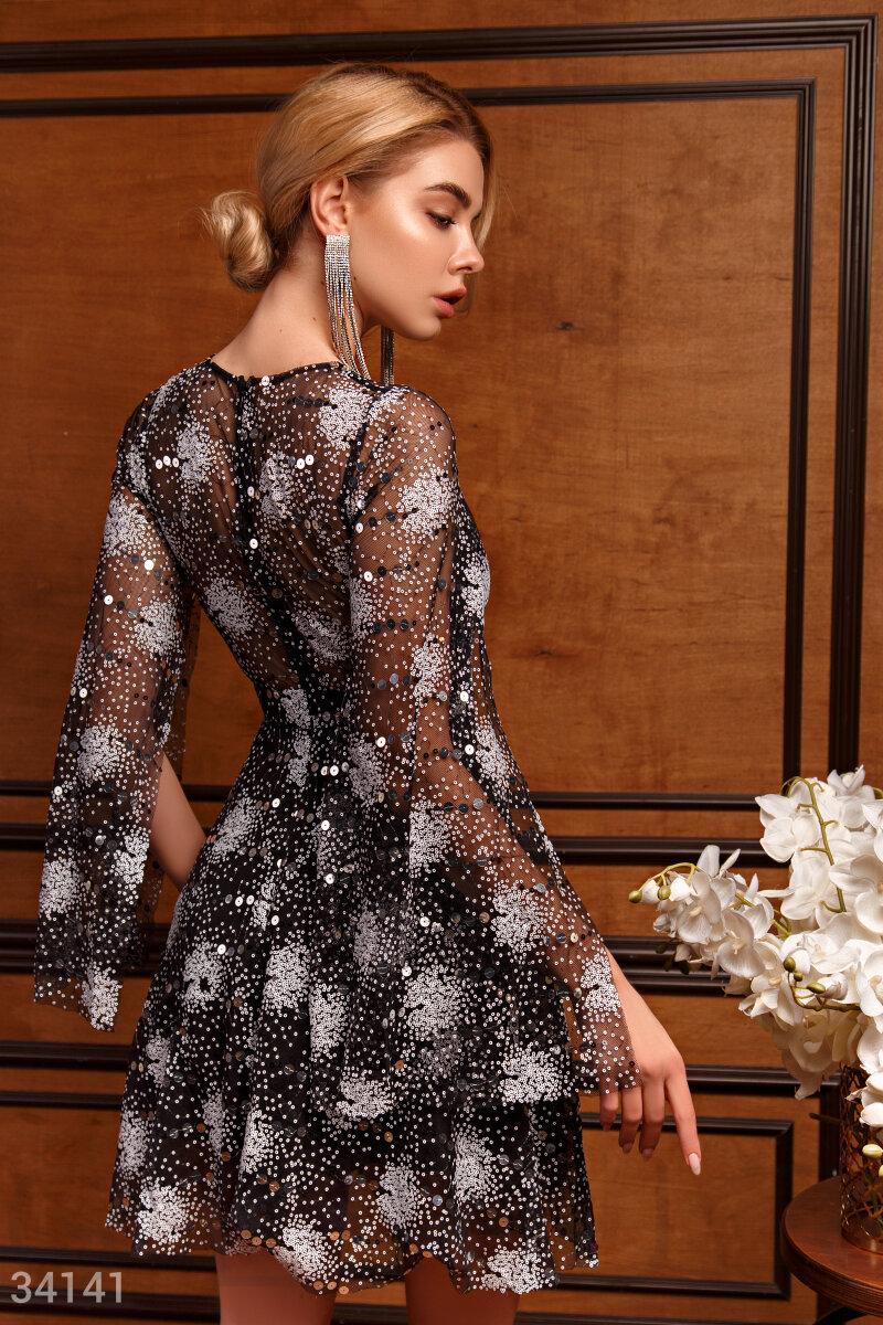 Вечернее платье с ярким декором