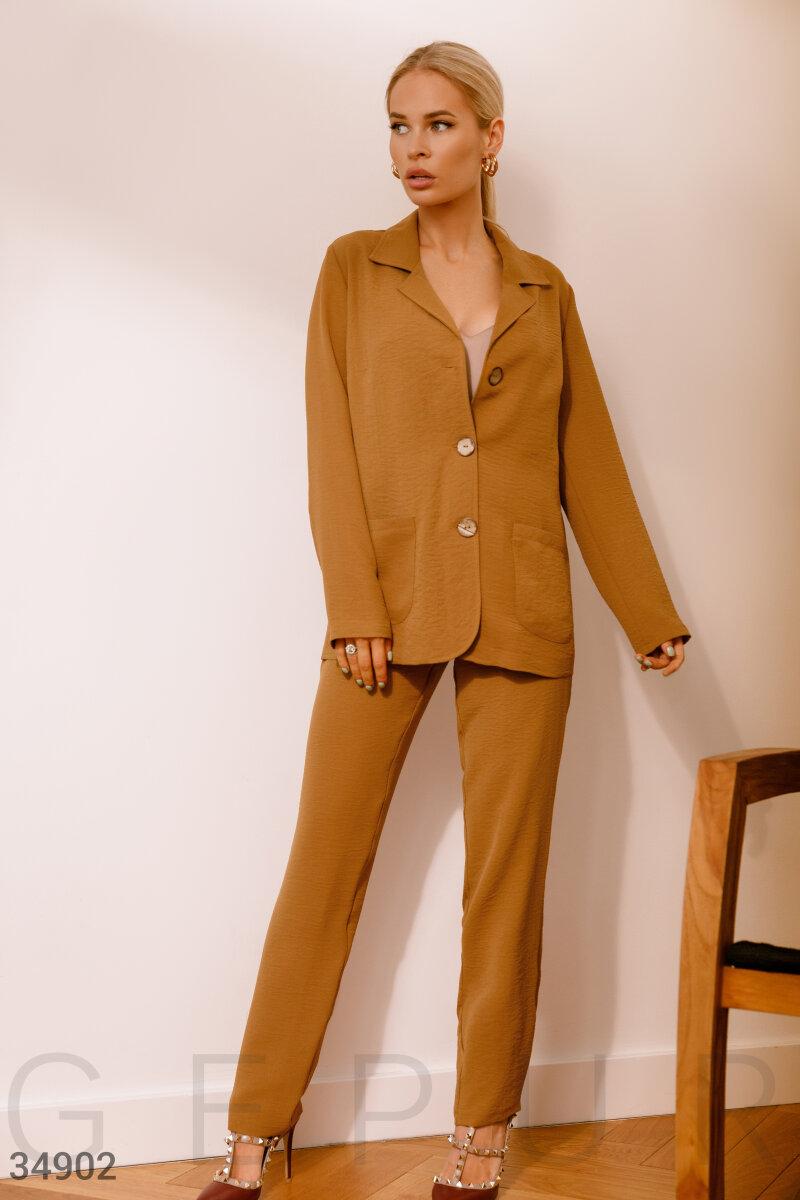 Брючный костюм коричневого цвета