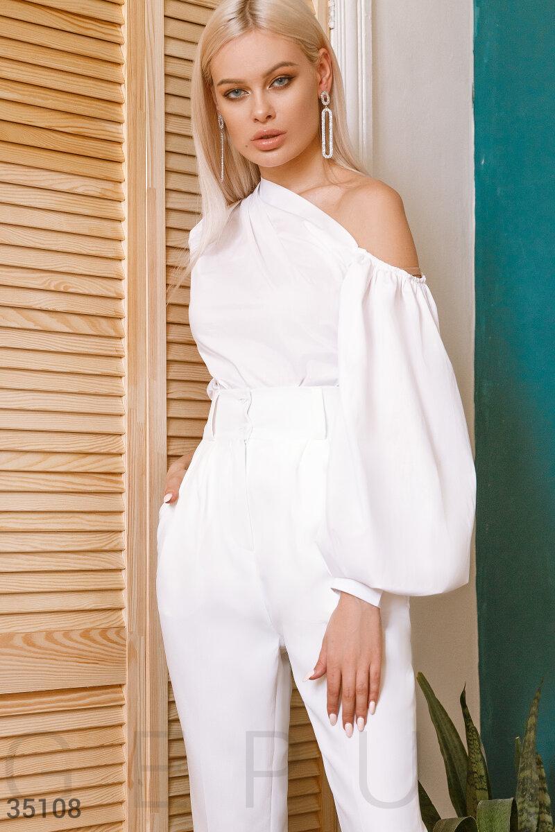 Асимметричная белая блуза