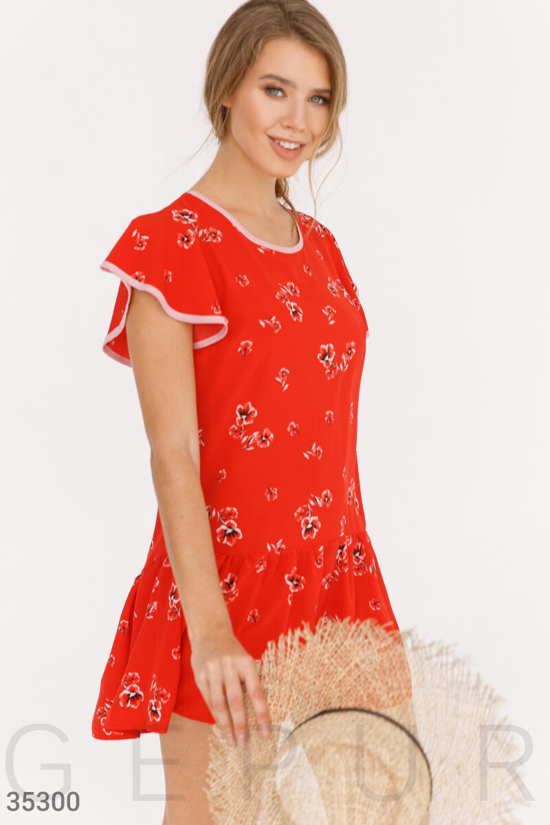 Красное платье с ассиметричным кроем