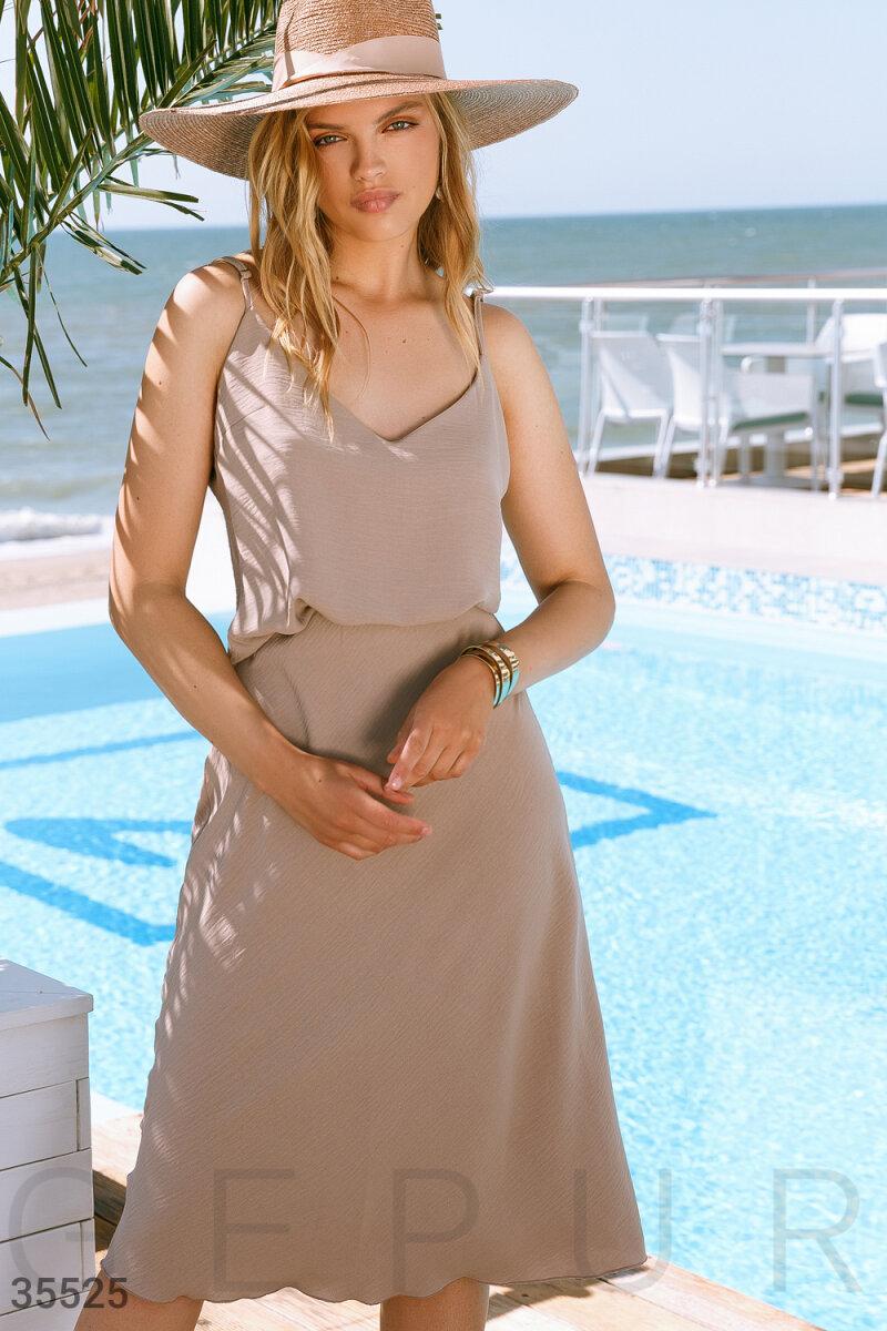 Бежевый костюм юбка и топ