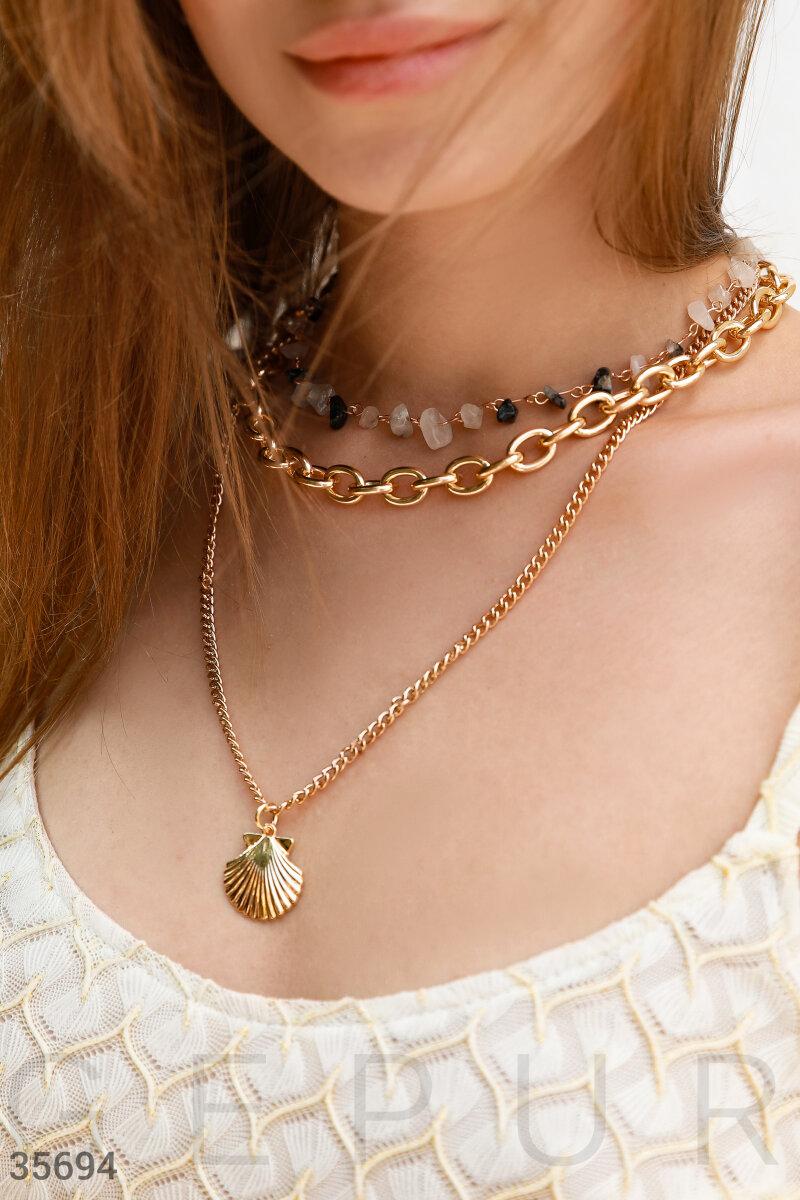 Многослойное ожерелье с ракушкой