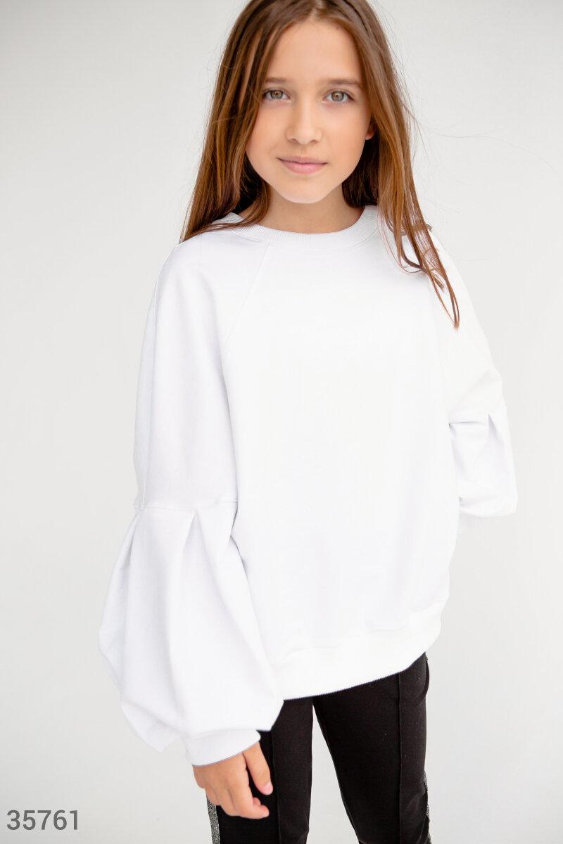 Белый свитшот с объемными рукавами
