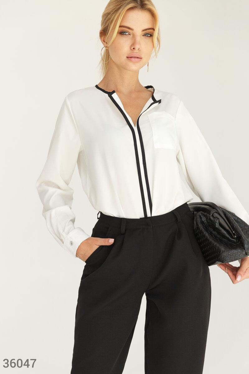 Белая блуза с контрастным кантом