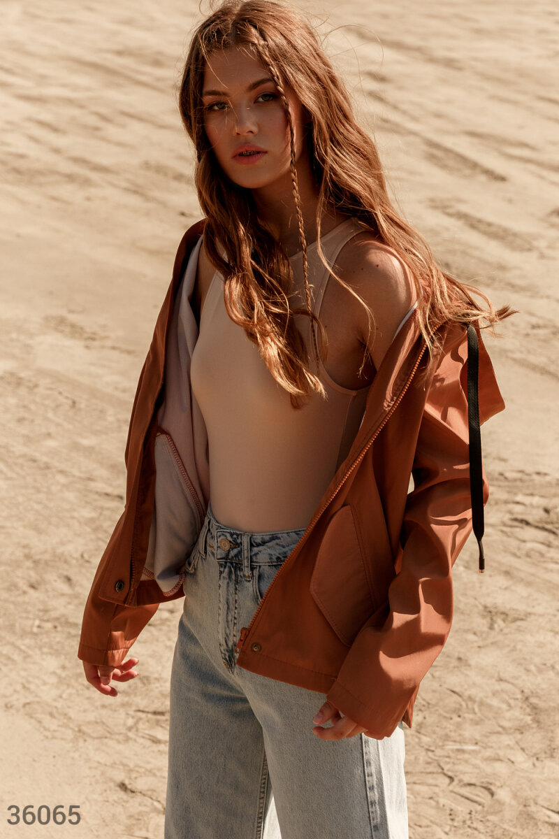 Карамельная куртка с карманами