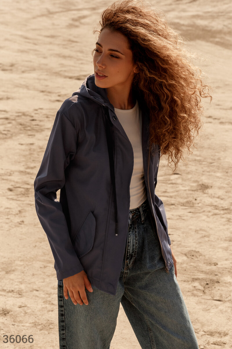 Стильная куртка с удлиненной спиной