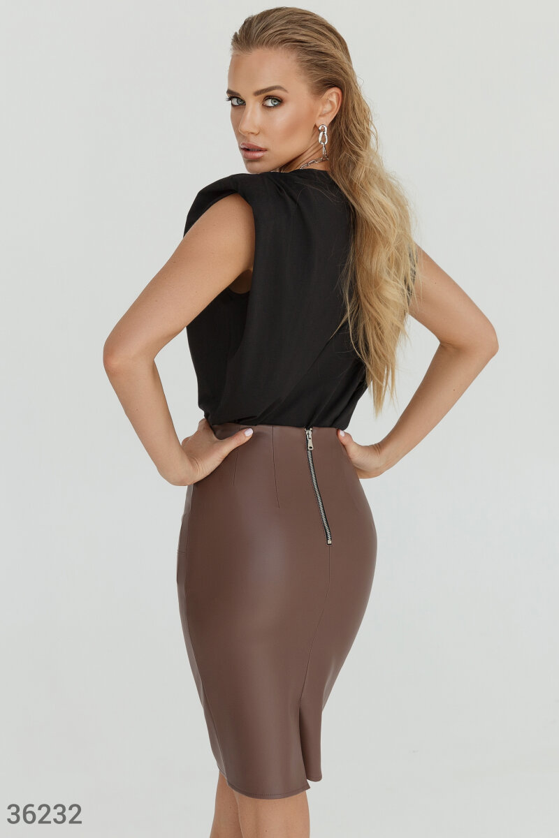 Stylish leather pencil skirt