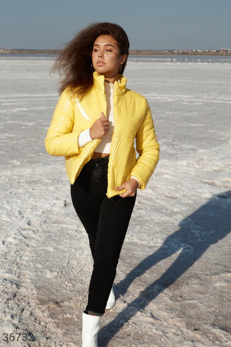 Укороченная желтая куртка
