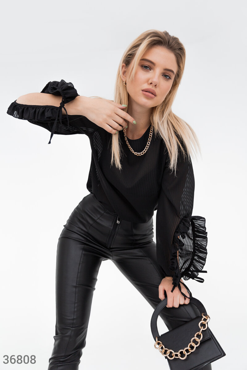 Фото 2 - Легкая черная блуза из шифона