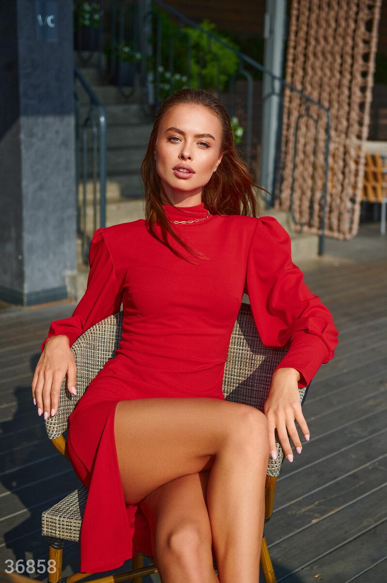 Фото 2 - Красное облегающее платье с разрезом