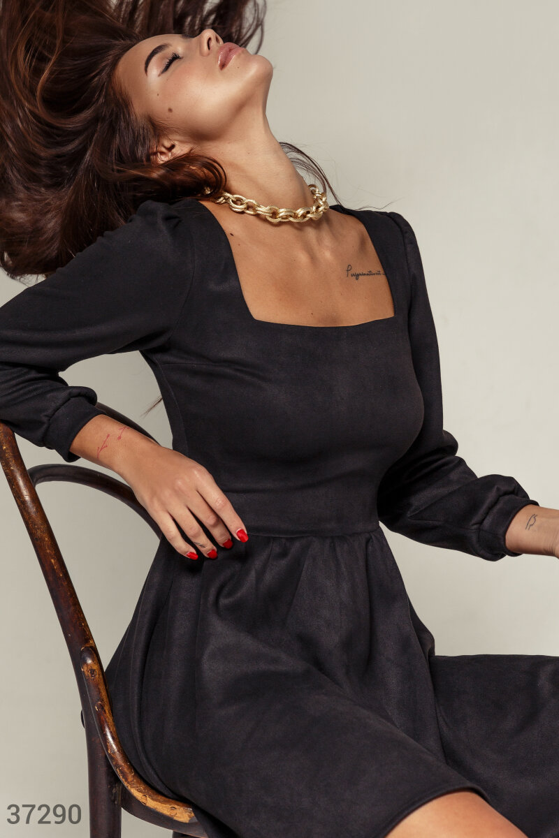 Fitted dress in black suede