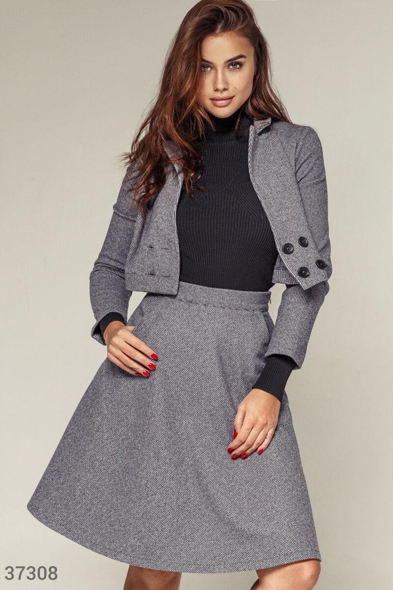 Серая юбка из шерстяного материала