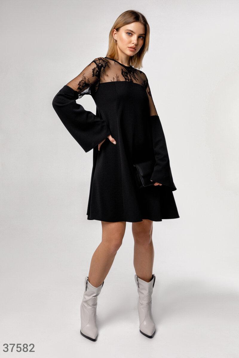 Свободное платье с ажурной кокеткой