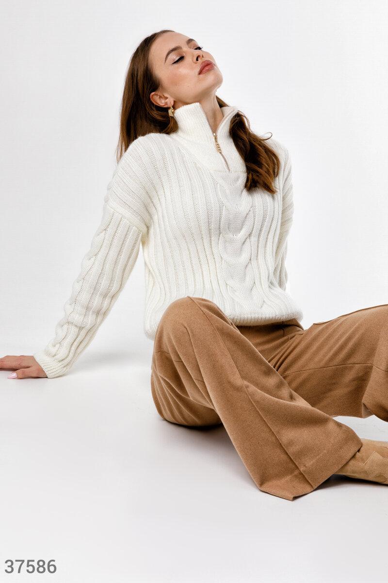 Трендовый шерстяной свитер