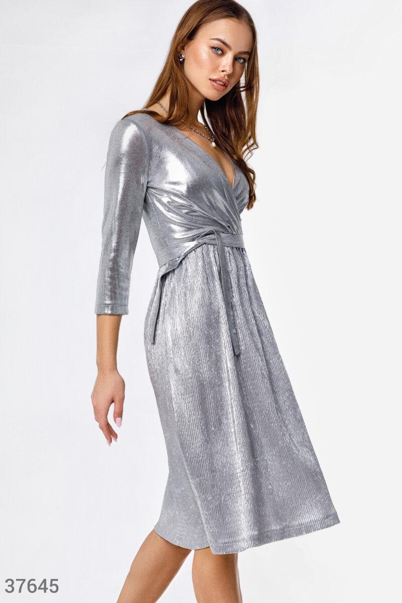 Вечернее платье с металлическим блеском