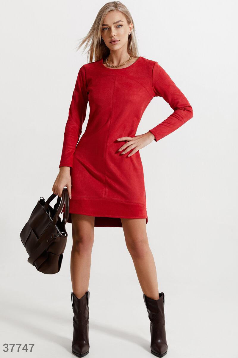 Красное замшевое платье