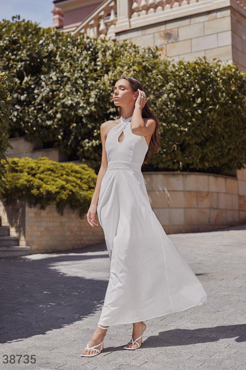 Светлое платье-халтер из льна