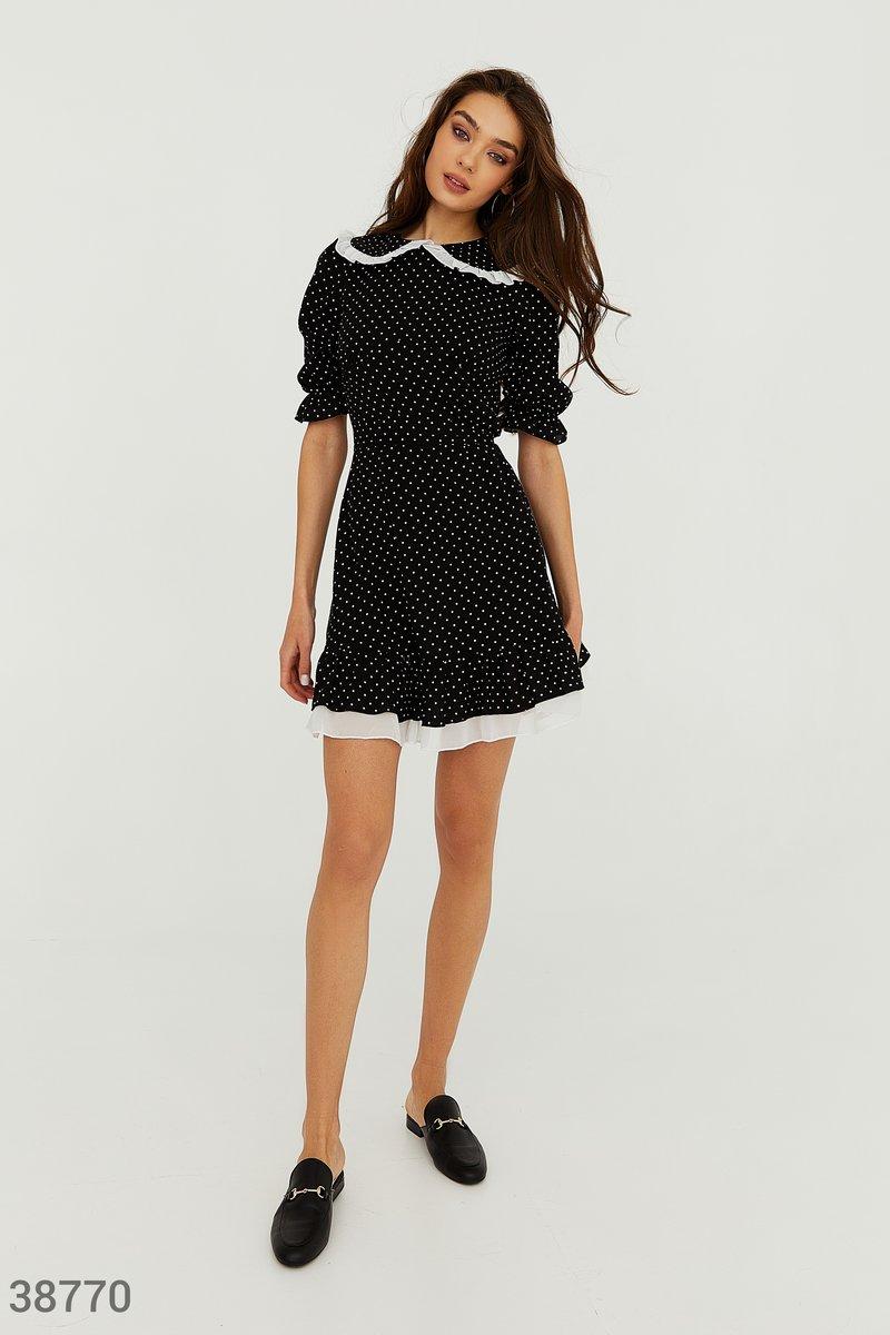 Черное платье с воротником