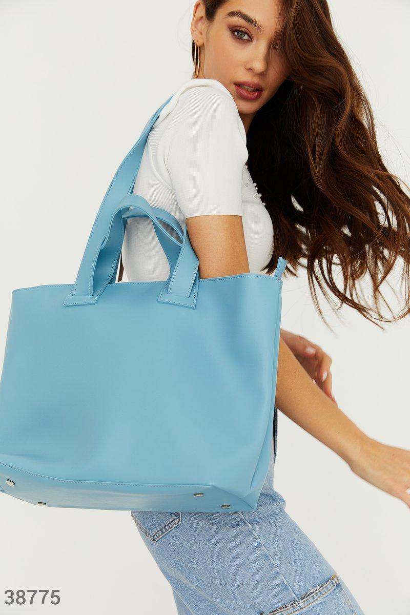 Крупная голубая сумка