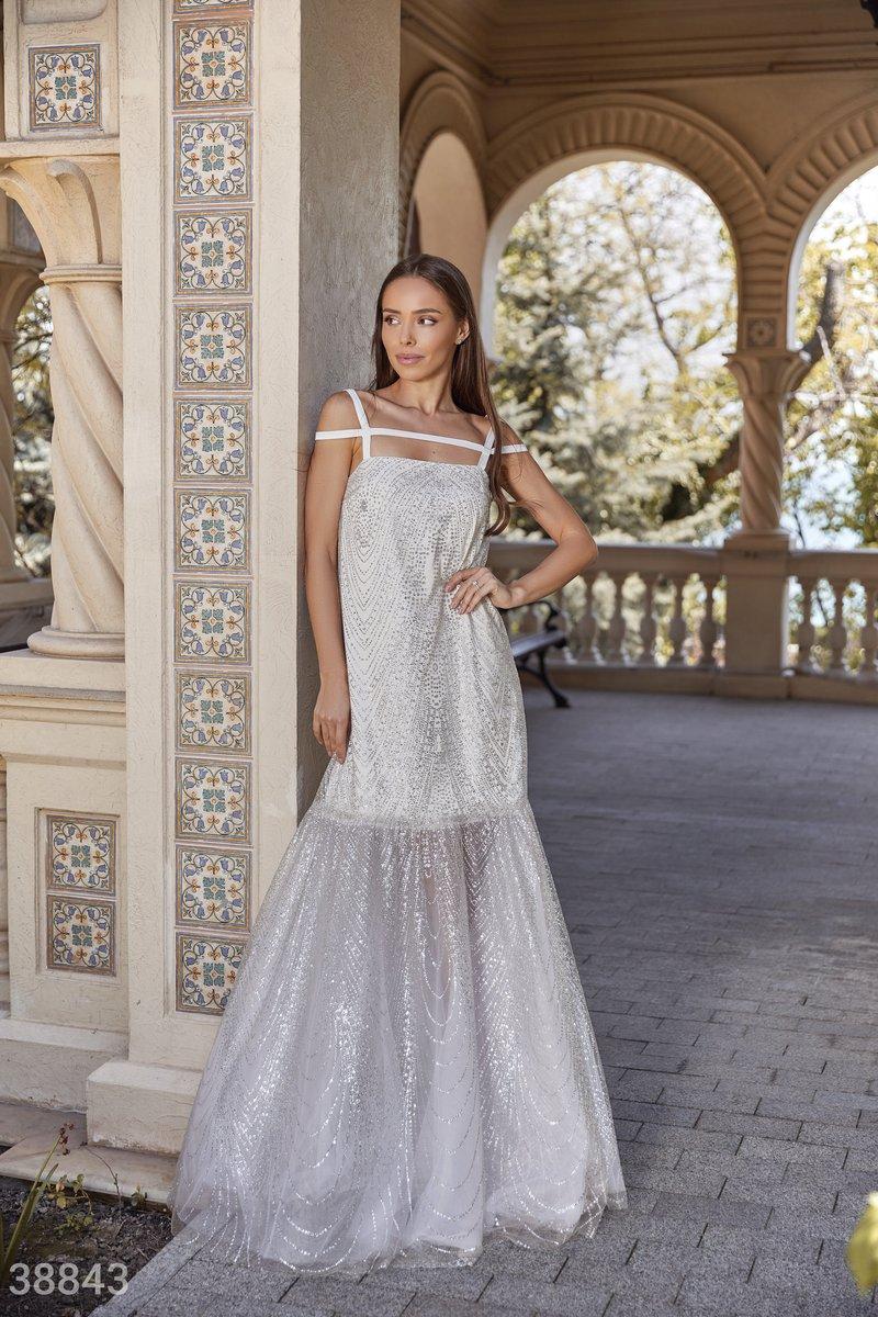 Мерцающее платье с воланом