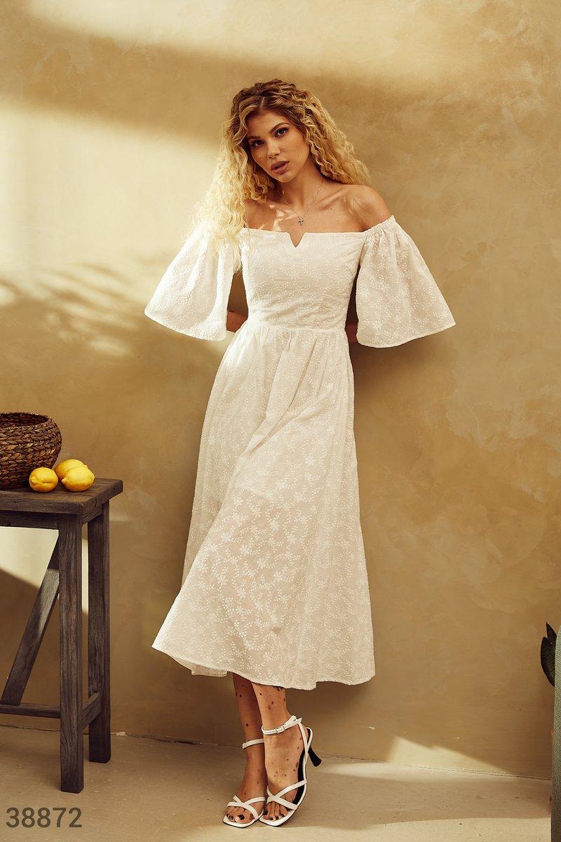 Эффектное белое платье