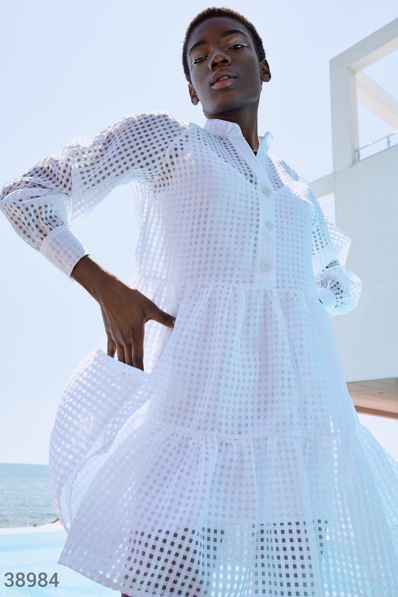 Полупрозрачное платье рубашечного кроя