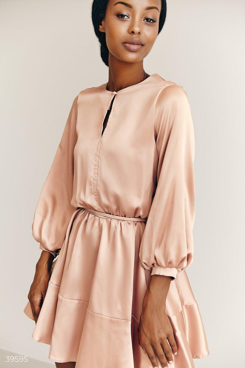 Атласное бежевое платье